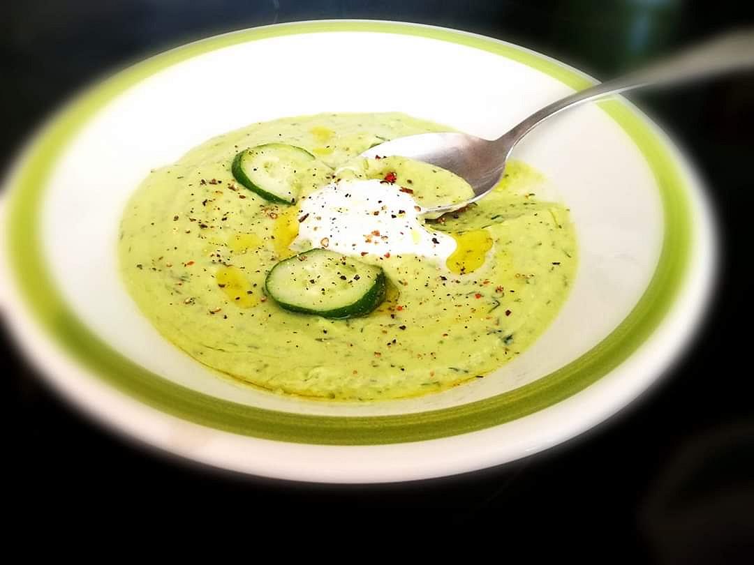 Avokádovo - okurková polévka