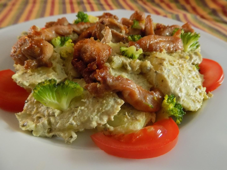 Bramborový salát s pestem a kuřecím masem