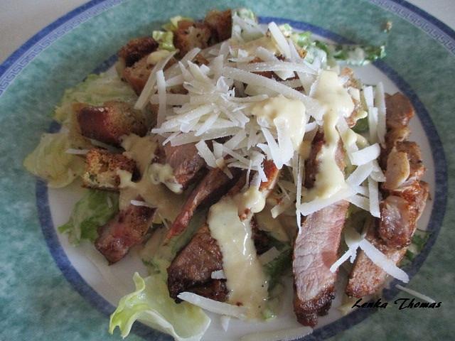 Caesar salát s krkovičkou