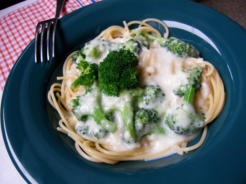 Celozrnné těstoviny s brokolicí