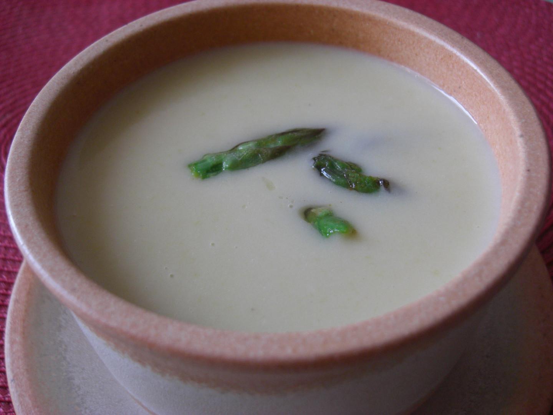 Chřestová polévka jemná jako hedvábí