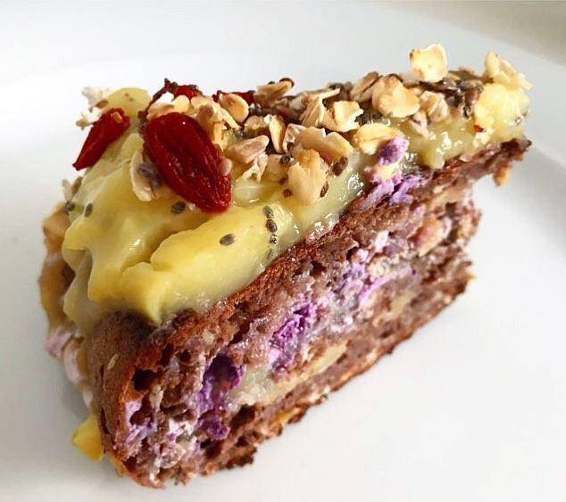 Čokoládový fitness dort ze špaldové mouky s jablky