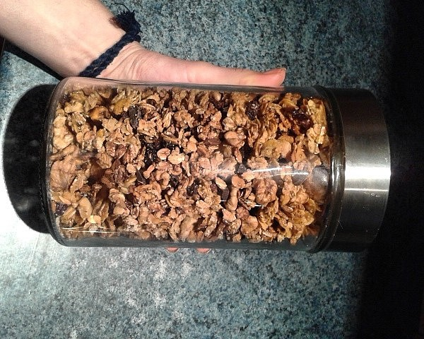 Domácí pomerančová granola s hořkou čokoládou