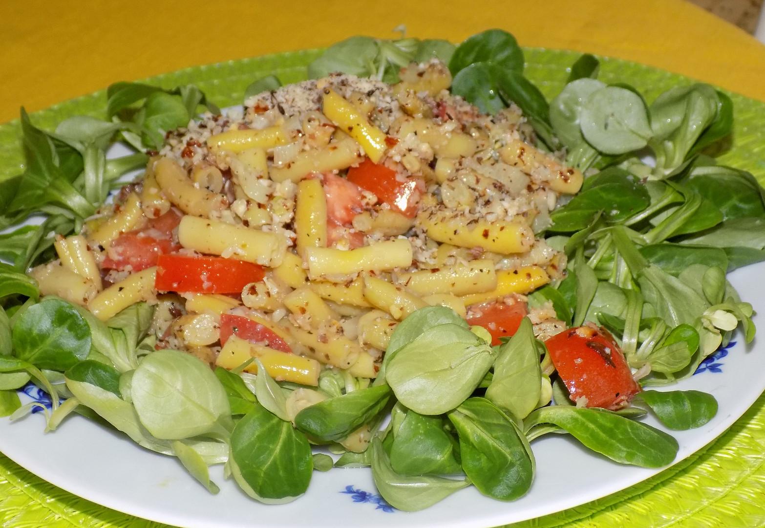 Fazolkový salát s lískovými oříšky