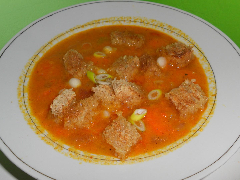 Hřejivá polévka z červené čočky