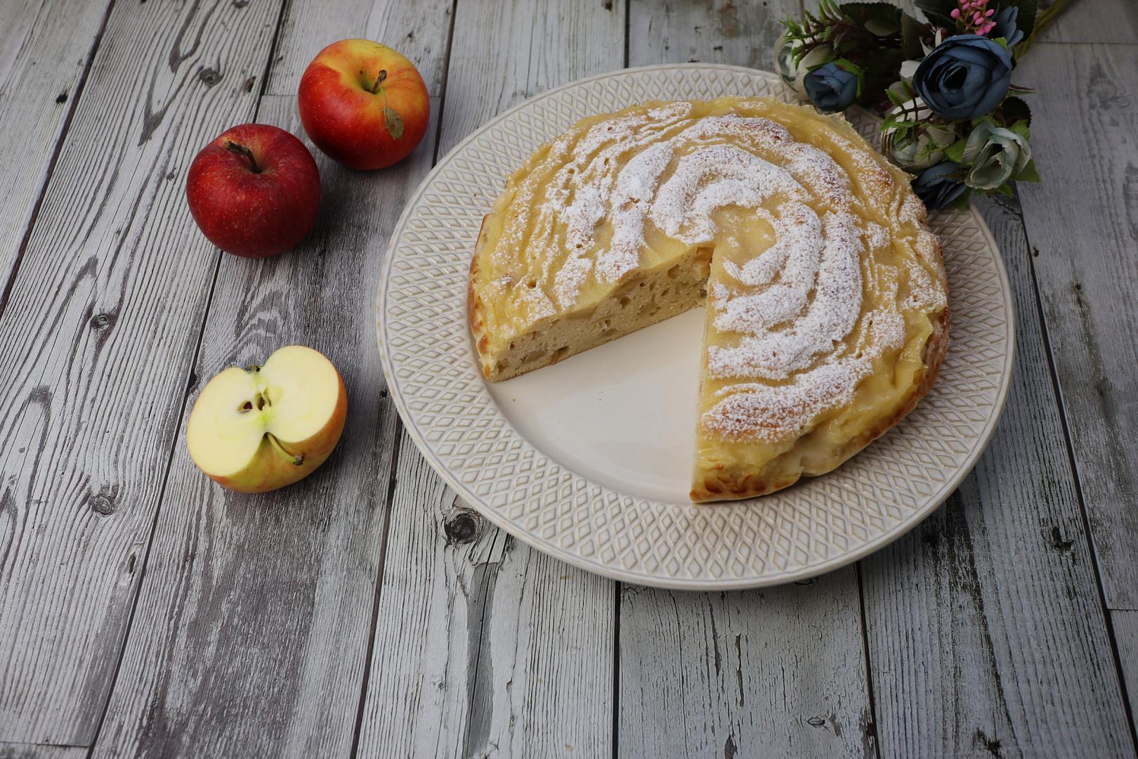 Jablečný koláč s vanilkovým krémem
