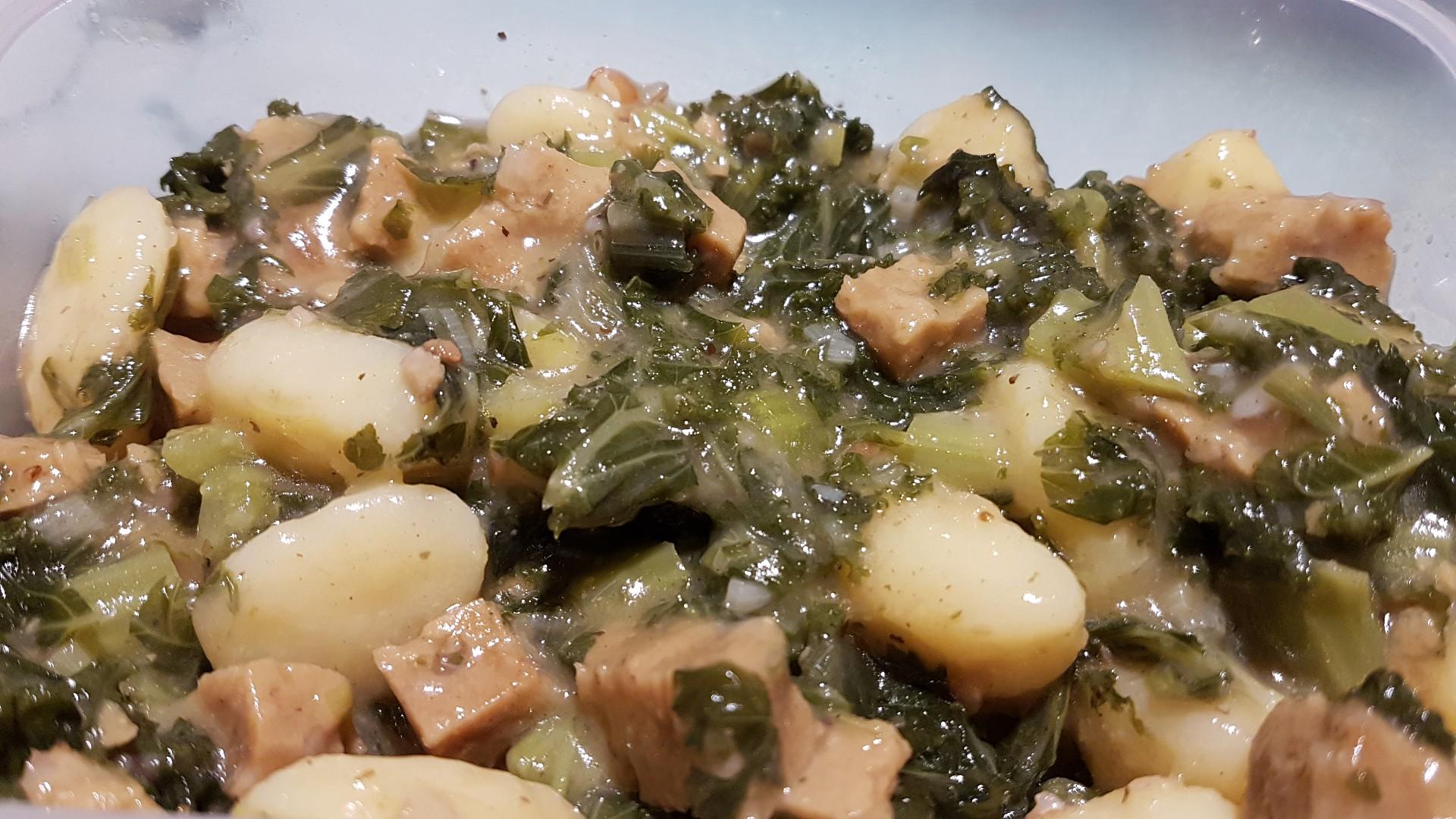 Klaso kostky s kadeřavou kapustou a bramborovými gnocchi