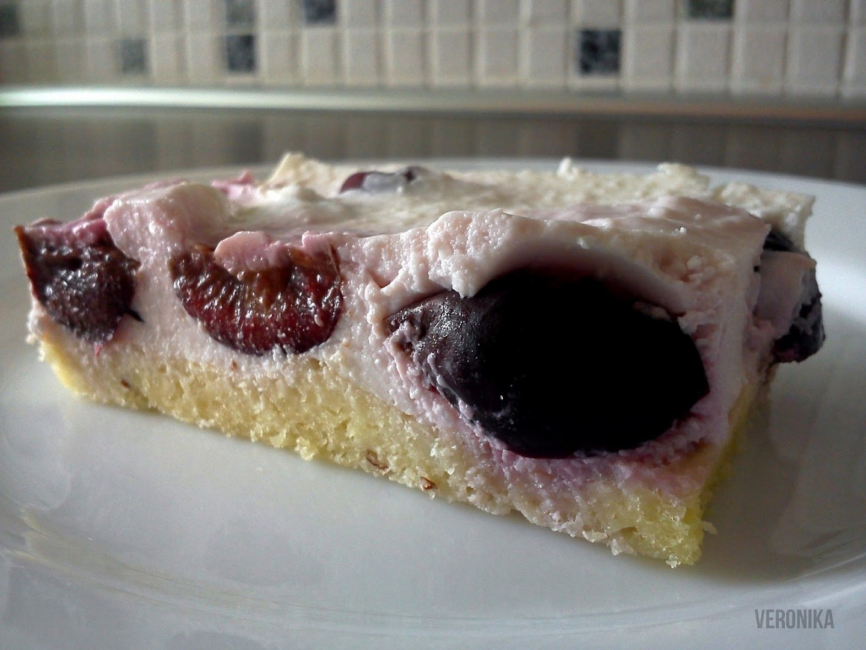 Kokosový dortík s třešněmi
