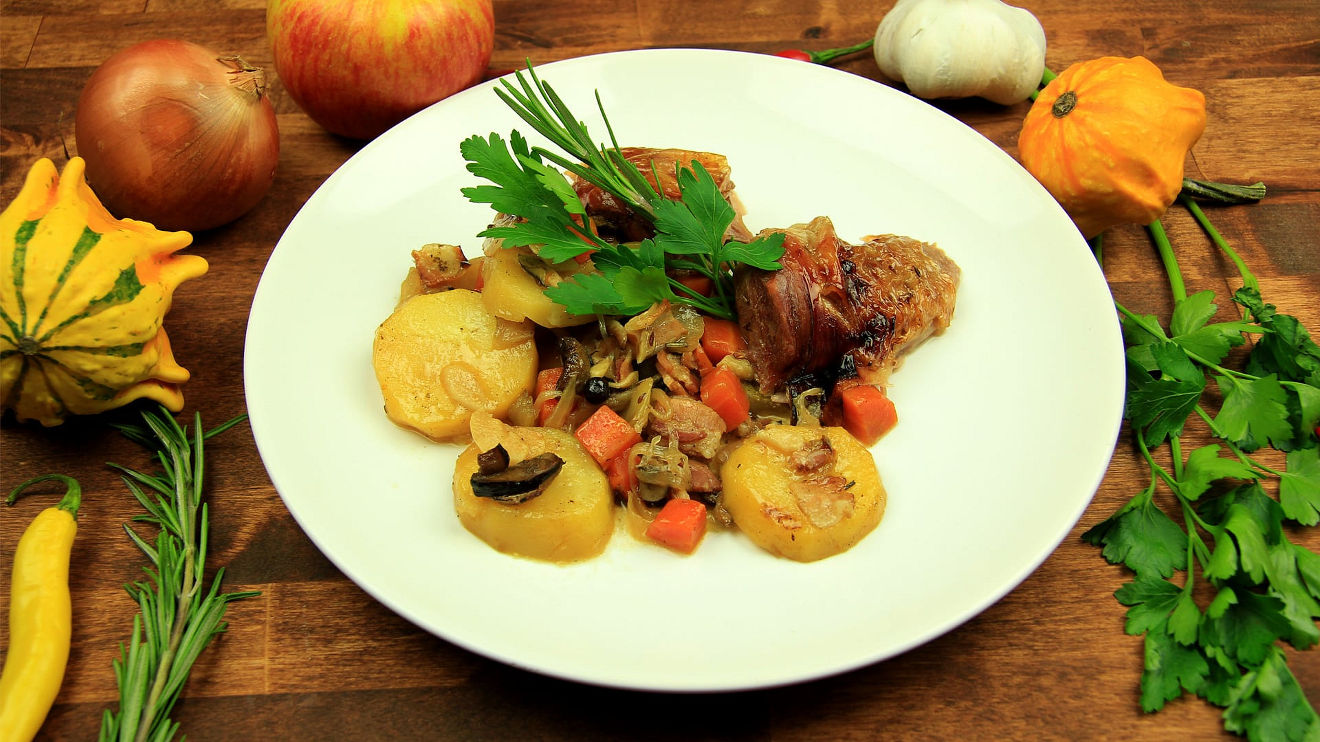 Krůtí stehno pečené s bramborami a zeleninou