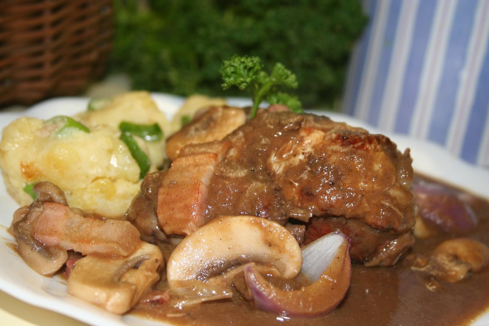 Kuře na červeném víně (Coq au Vin)