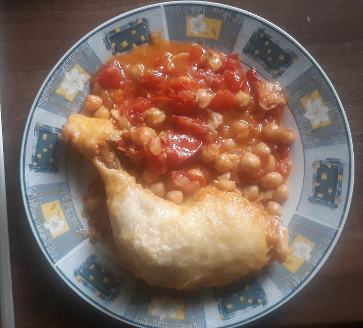 Kuře s cizrnou a rajčaty