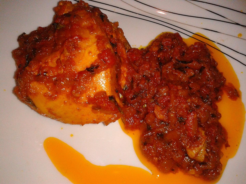 Kuře vařené ve woku s rajčatovou omáčkou a řeckým senem