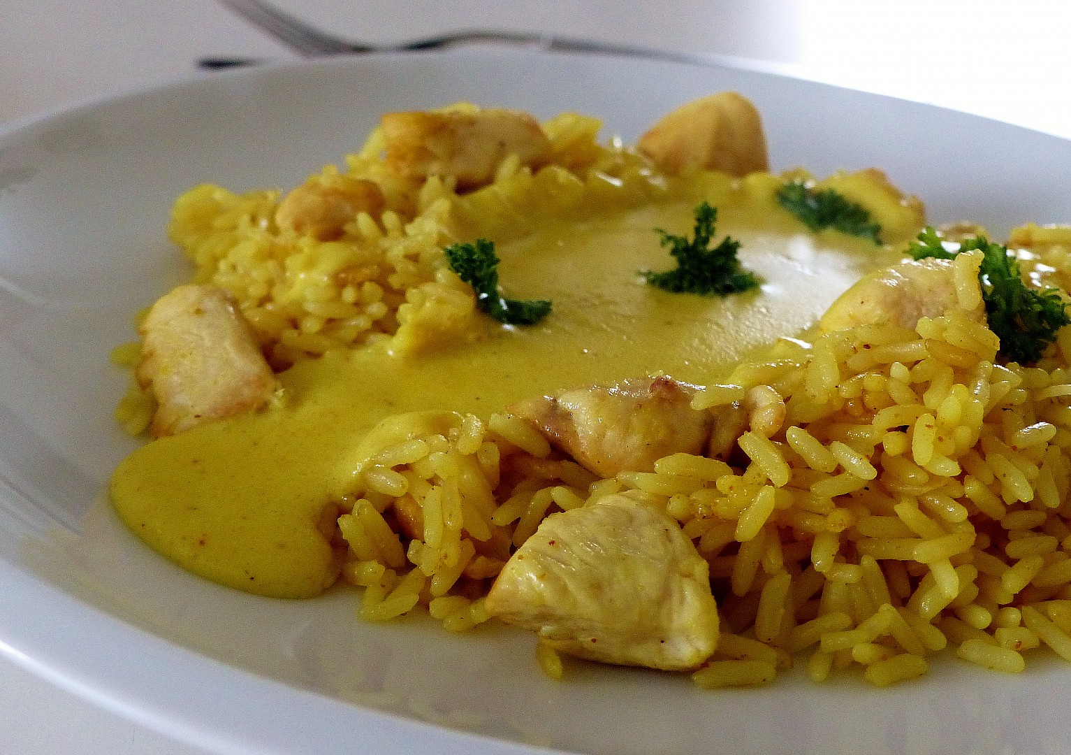 Kuřecí kari rýže s bešamelovým přelivem