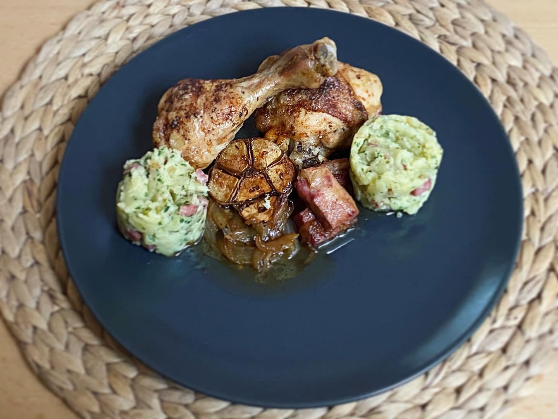 Kuřecí maso s uzeným masem a česnekem