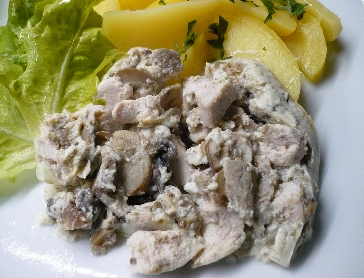 Kuřecí nudličky s houbami z parního hrnce i s bramborami