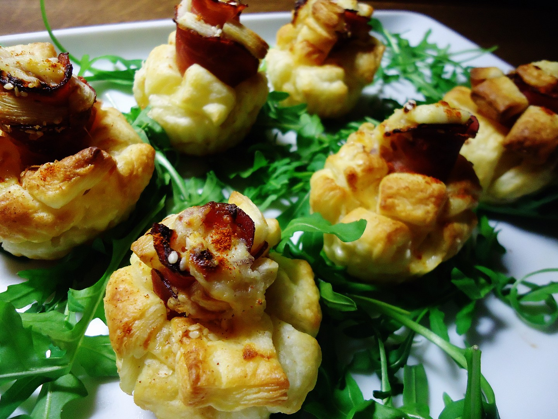 Kytičky z listového těsta se sýrem a pršutem