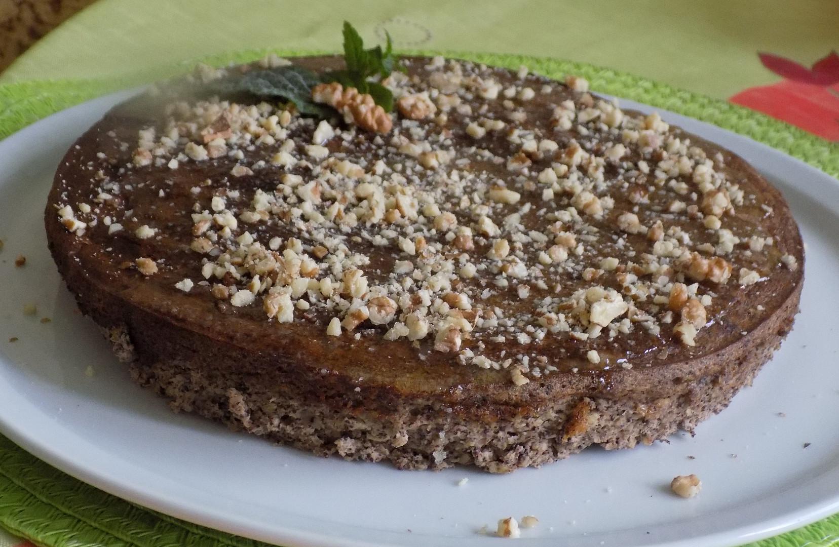 Makový koláč s jablky, ořechy a medovou tečkou