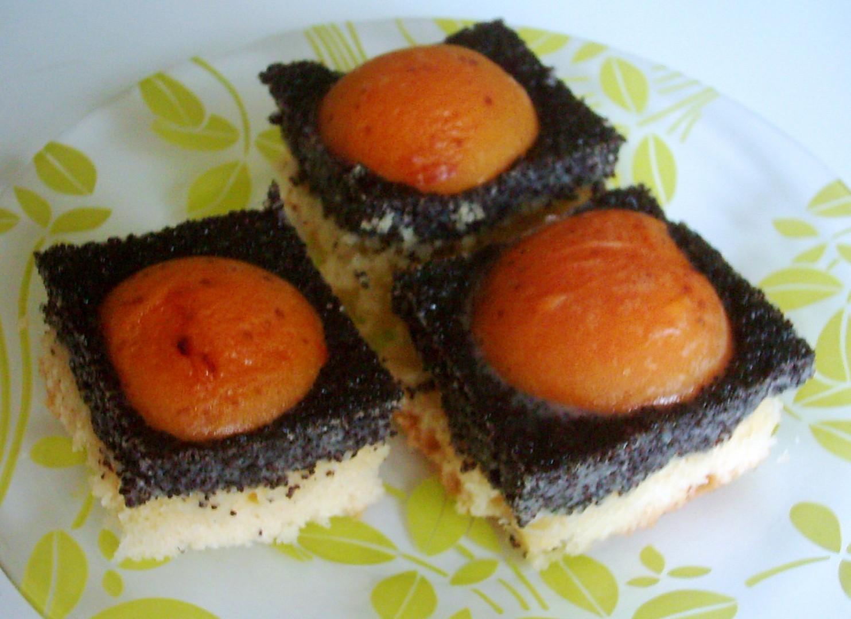 Makový koláč s meruňkami