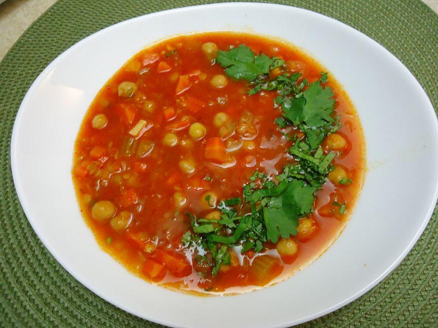 Marocká pikantní polévka s harissou