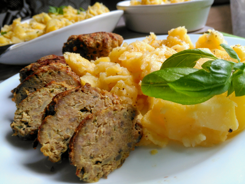 Masové karbanátky s kapustou a cuketou + chudý bramborový salát