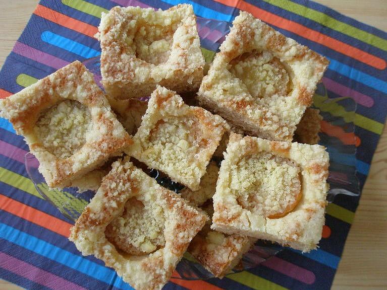 Meruňkový koláč z pomazánkového másla