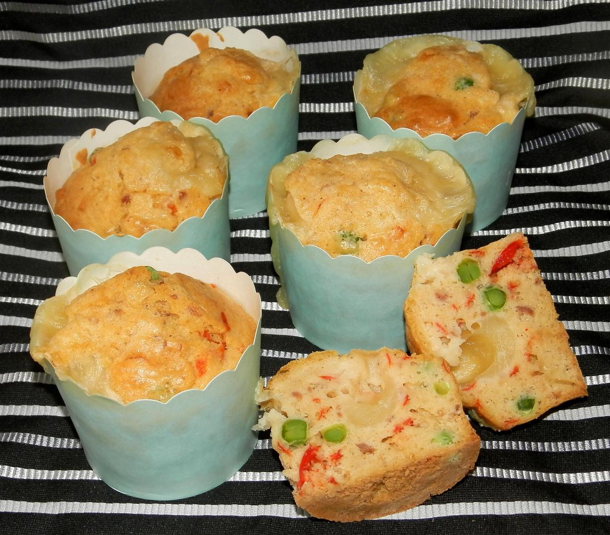 Muffiny se šunkou, kapií a mozzarellou