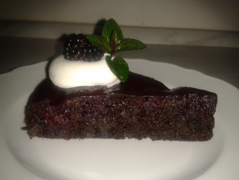 Ostružinový čokoládový dort