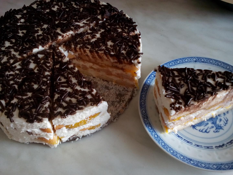 Ovocný piškotový dort se smetanovo-tvarohovým krémem