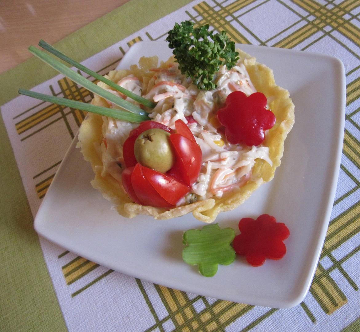 Parmezánové misky se zeleninovým salátem