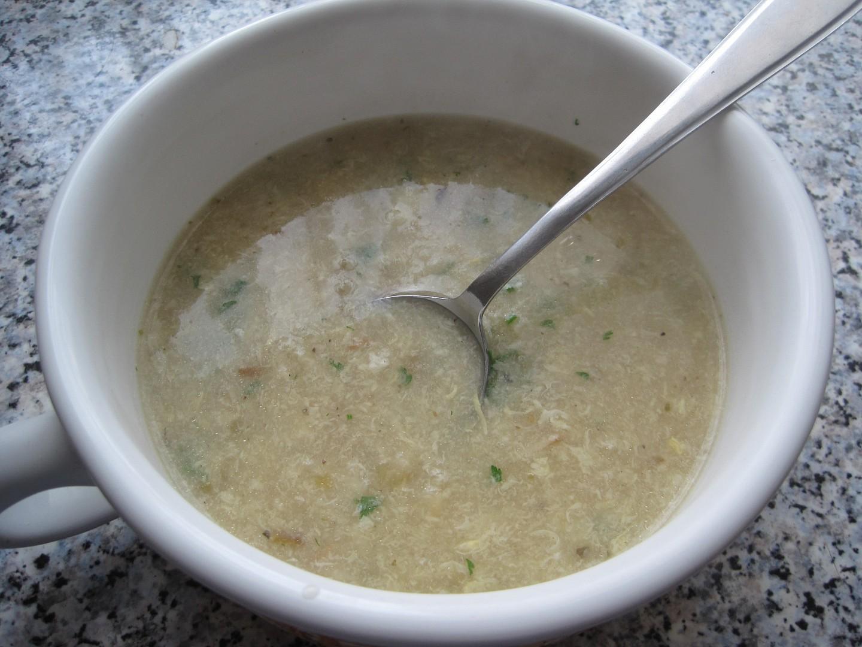 Petrželová polévka s vajíčkem