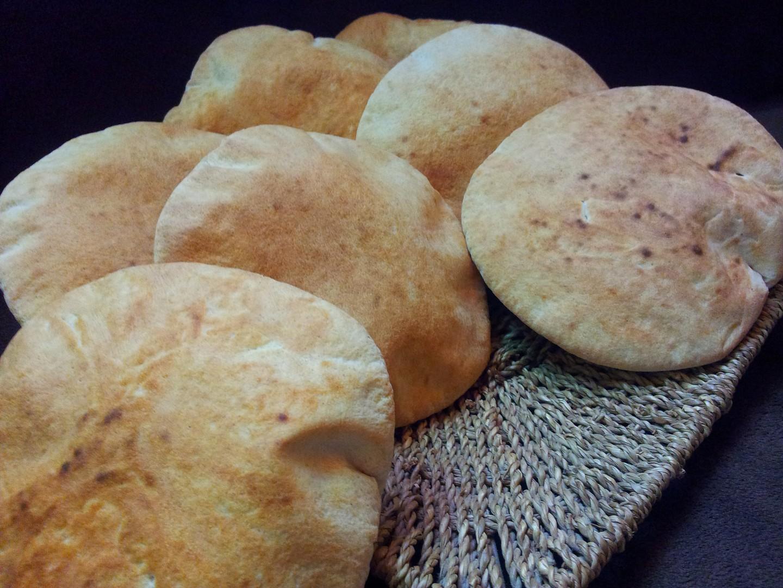 Pita chleb s cerstvou syrovatkou a zitnou moukou