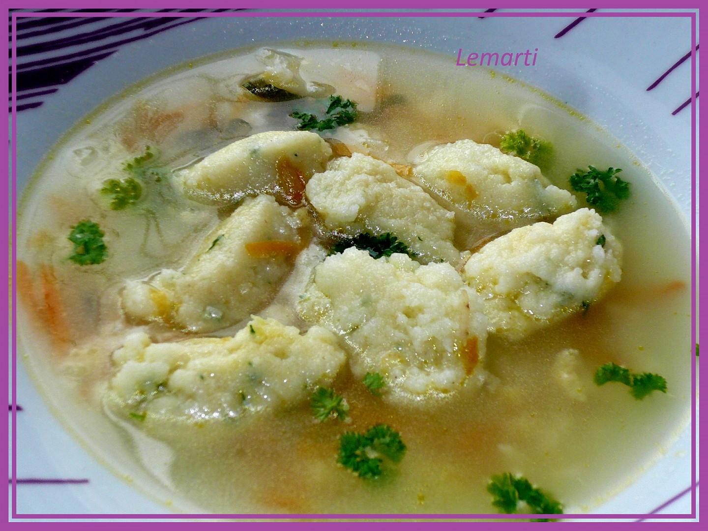 Polévka s bílkovo-zázvorovými noky