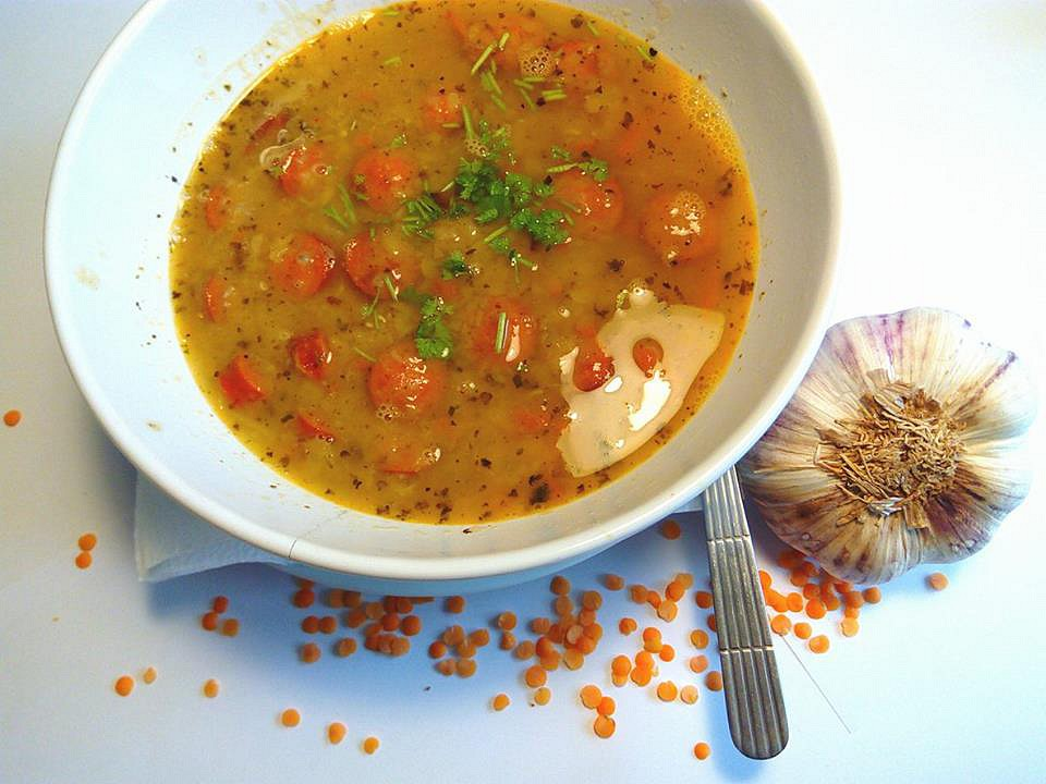 Polévka z červené čočky s česnekem