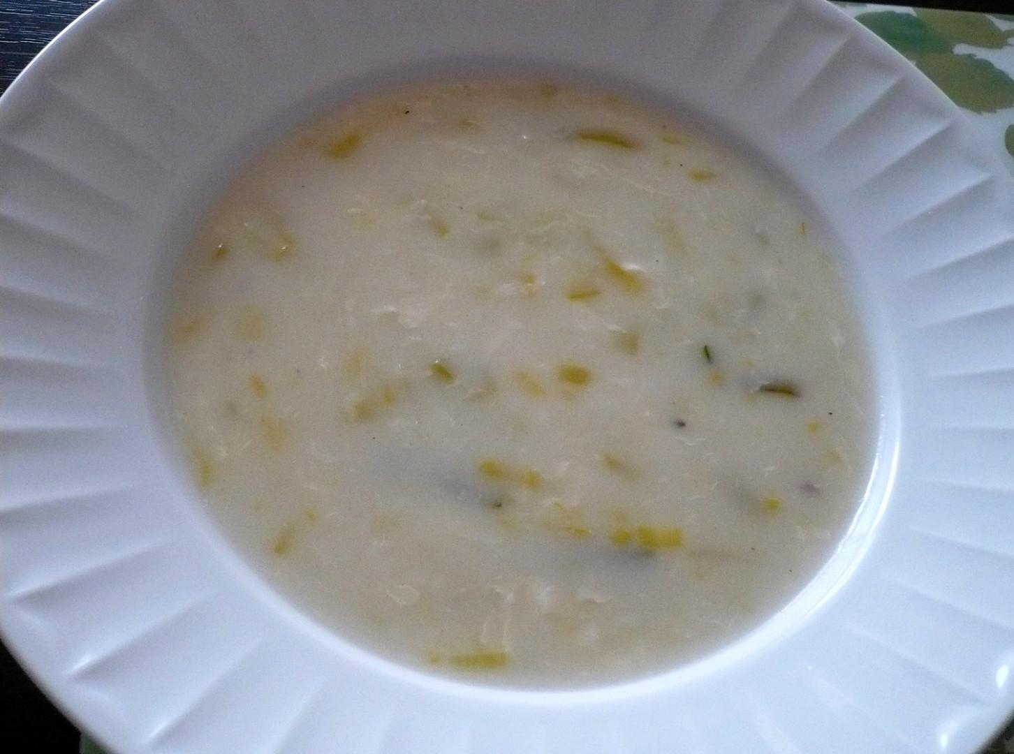 Pórková mléčná polévka s vejcem
