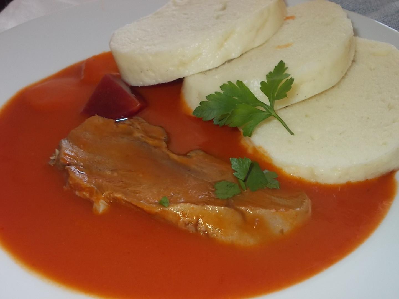 Rajská omáčka s mrkví, podávána s vařeným hovězím jazykem