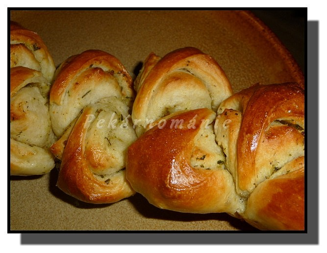 Rolované bagetky s bylinkovým máslem
