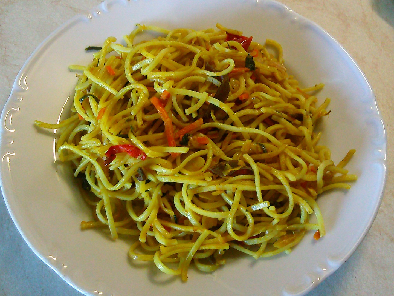 Rychlovka z čínských nudlí a zeleniny