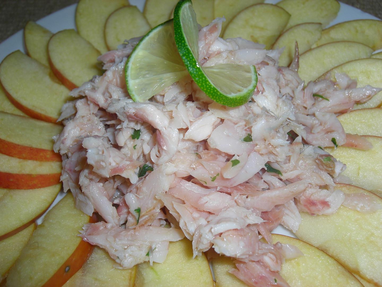 Salát z jablek a uzeného pstruha