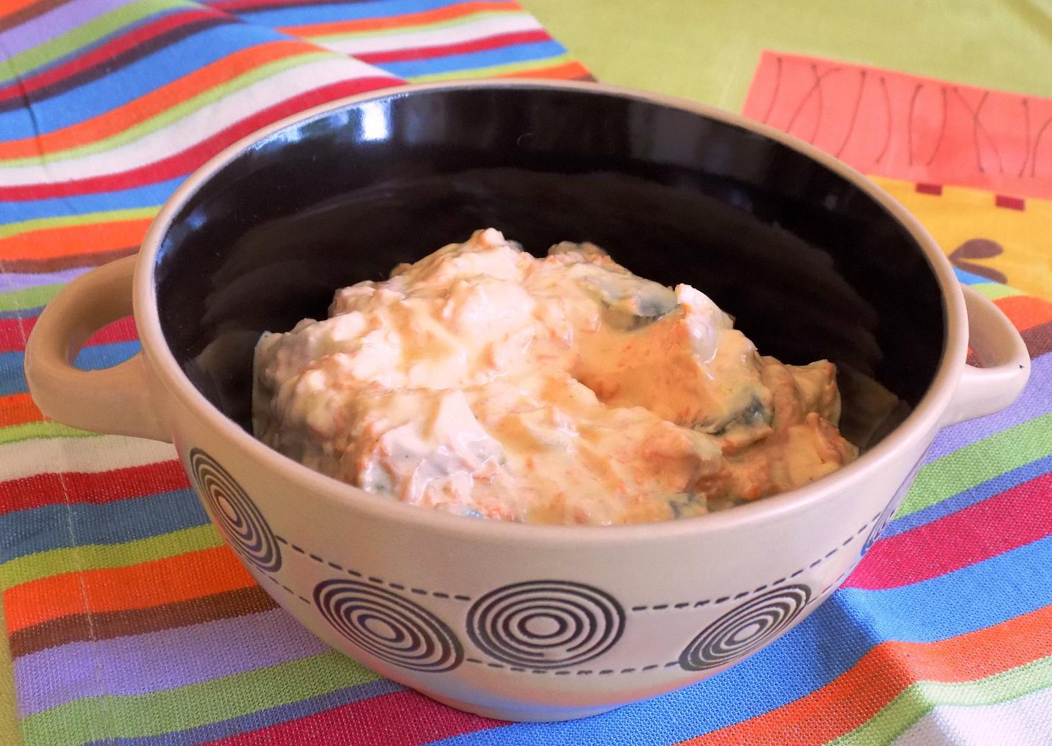 Salát z kyselých rybiček