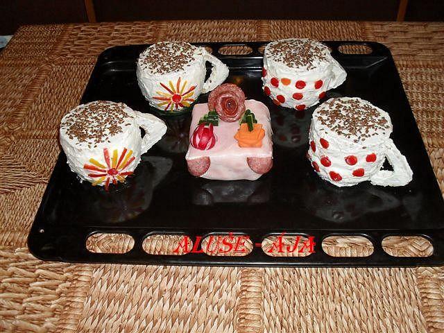 Slaný dort - kafe s mini dortem