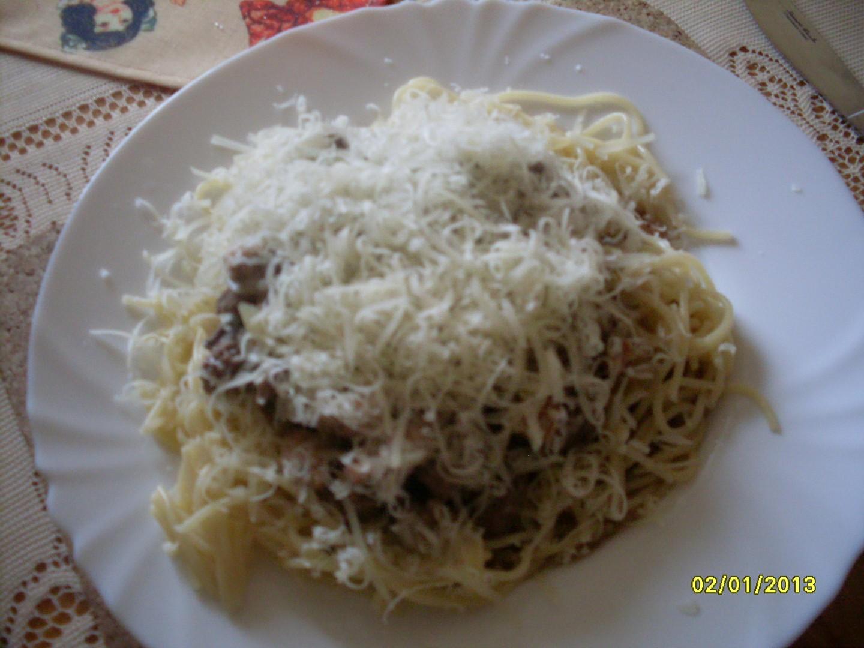 Špagety s kuřecím masem a játry