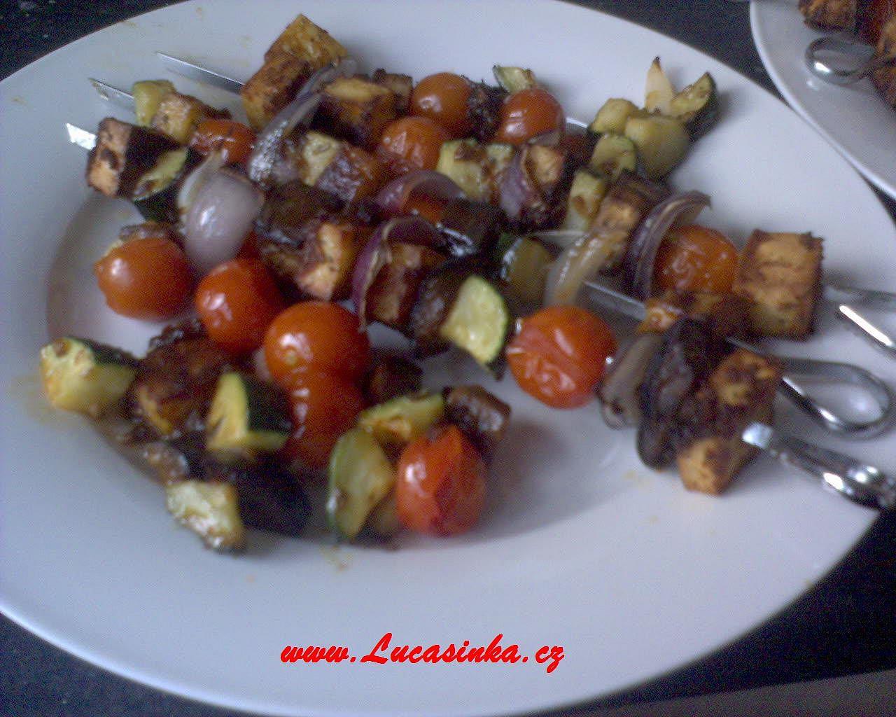 Špízy z paneeru a zeleniny