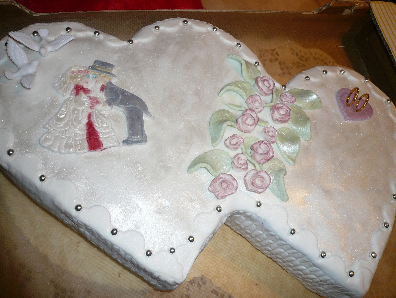 Svatební dvousrdíčkový dort