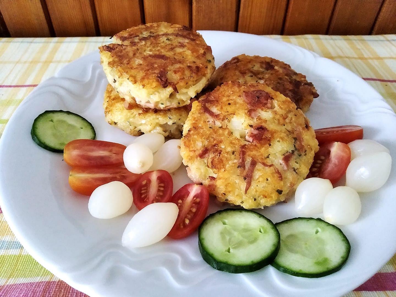 Těstovinové placky se sýrem a uzeninou