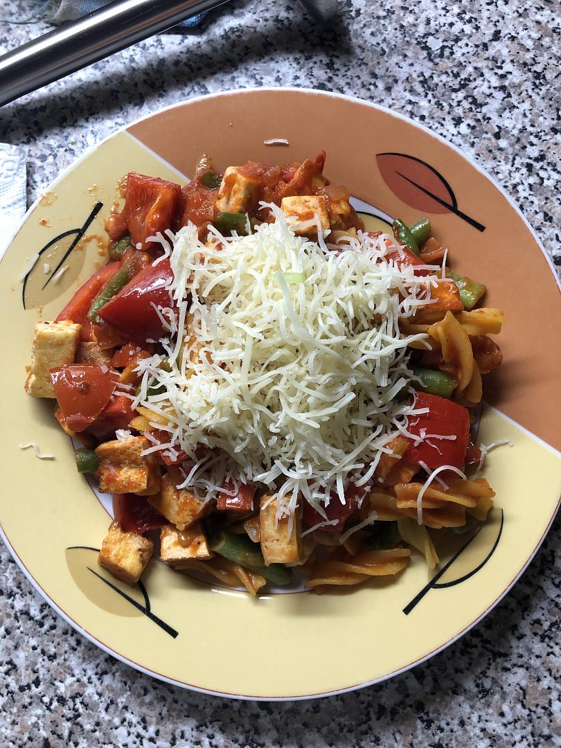 Těstoviny s tofu a zeleninou