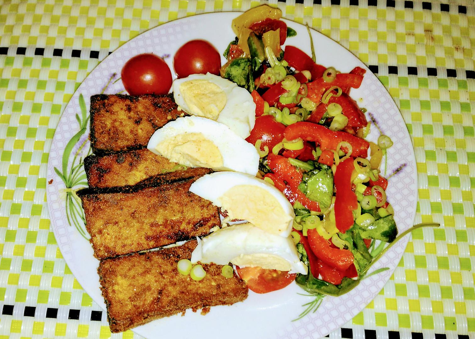 Tofu se salátem a vejcem