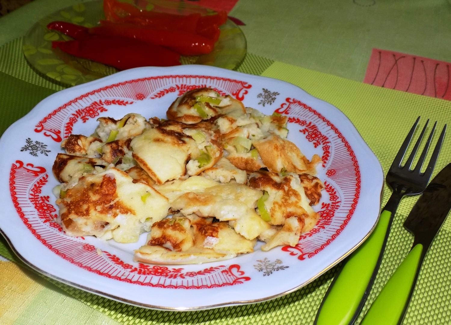 Trhaná palačinka se sýrem a slaninou