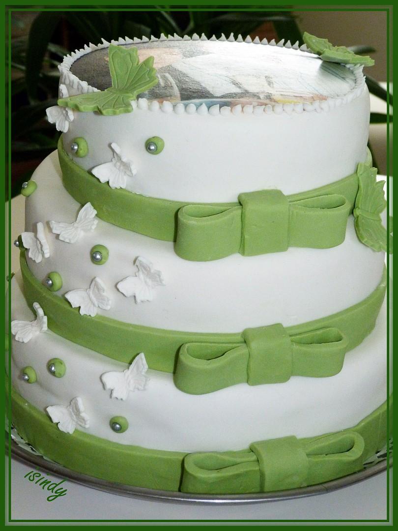 Třípatrový svatební dort s motýly