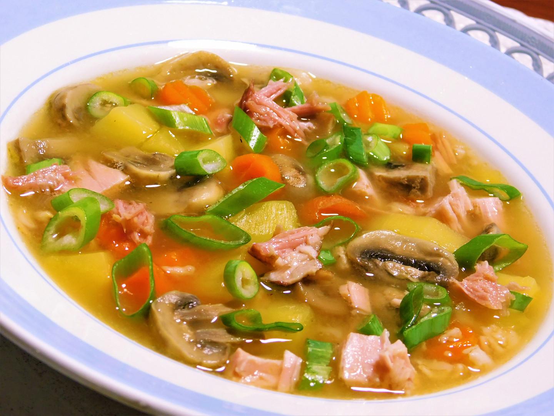 Uzená polévka se žampiony a vločkami
