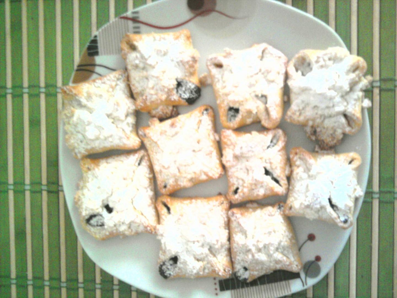 Vázané koláčky s marmeládou a drobenkou